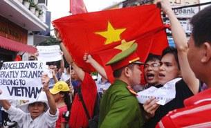 Thanh niên, sinh viên xuống đường phản đối TQ lấn chiếm lãnh hải Việt Nam