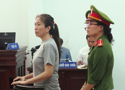 Blogger Mẹ Nấm Nguyễn Ngọc Như Quỳnh trước phiên xử ở tòa án thành phố Nha Trang hôm 29/6/2017