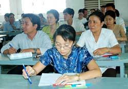 Một lớp học tại chức. Source SGGP.org