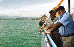 Tổng Trưởng Quốc phòng Hoa Kỳ Leon Panetta đến thăm cảng Cam Ranh hôm 03/6/2012. AFP photo