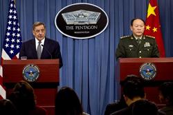 Hai bộ trưởng quốc phòng Hoa Kỳ -Trung Quốc họp báo tại Ngũ Giác Đài, 09-05-2012- US DoD.com photo