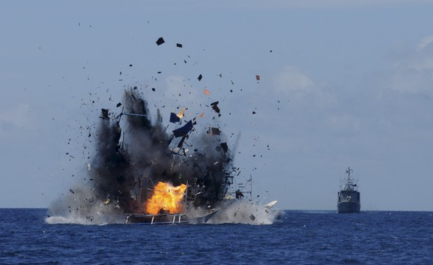 2015-05-20T120000Z_1599448159_GF10000101218_RTRMADP_3_INDONESIA-FISHING.JPG