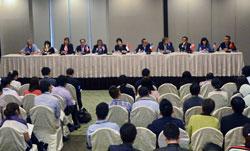 Trưởng đoàn đàm phán TPP từ 11 quốc gia, Australia, Brunei, Canada, Chile, Singapore, Mexico, New Zealand, Peru, Mỹ và Việt Nam tham dự cuộc họp báo chung ở Singapore vào ngày 13 tháng 3 năm 2013 sau khi kết thúc một vòng đàm phán TPP. AFP PHOTO / ROSLAN Rahman.
