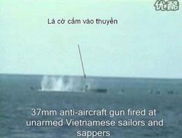 Tàu chiến Trung Quốc dùng đại liên phòng không những bắn trực xạ vào những người lính công binh Hải quân không tấc sắt trong tay ... không một người nào sống sót. Screen cap.Chinese TV