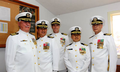 Trung tá hải quân Tuấn Nguyễn (thứ 2 từ trái), trung tá hải quân Quốc Trần (thứ 4 từ trái) tại buổi lễ hồi hưu (Nguồn: Trung tá HQ Tuấn Nguyễn)