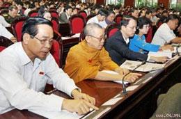 Các đại biểu Quốc hội bấm nút thông qua...(xaluan.com)