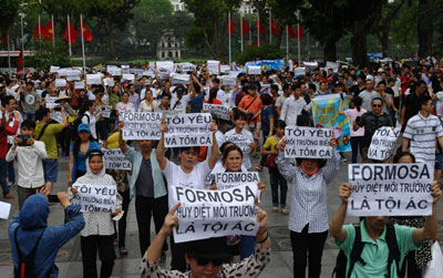 Người dân Hà Nội biểu tình chống lại tập đoàn Formosa Đài Loan hôm 1 tháng 5 năm 2016.