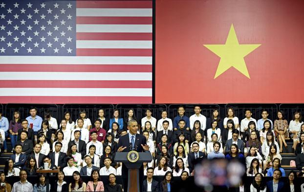 Tổng thống Hoa Kỳ Barack Obama gặp gỡ các thành viên của Sáng kiến Lãnh đạo Trẻ Đông Nam Á - YSEALI tại GEM Center ở Sài Gòn vào ngày 25 tháng 5 năm 2016.