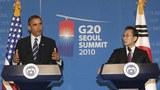 Tổng thống Hoa Kỳ Barack Obama (T) và Tổng thống Hàn Quốc Lee Myung-Bak (P) trong một cuộc họp báo chung tại Seoul ngày 11 tháng 11 năm 2010 trước khi bắt đầu hội nghị thượng đỉnh G20.
