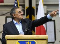 Bộ trưởng Quốc phòng Mỹ Leon Panetta trong một bài phát biểu ở căn cứ không lực Yokota tại Tokyo vào ngày 24/10/2011. AFP Photo/Toshifumi Kitamura.