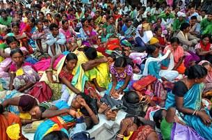 Hàng trăm các nhóm bản địa khác nhau của Ấn Độ tham gia cuộc biểu tình ở Kolkata, vào ngày 25 tháng 9 năm 2012 để yêu cầu ngôn ngữ Chiki Ol của họ nên được đưa vào hệ thống giáo dục cấp tiểu bang