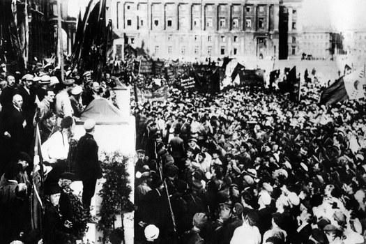 Lenin phát biểu tại Quảng trường Uritsky ở Petrograd hôm 19/7/1920