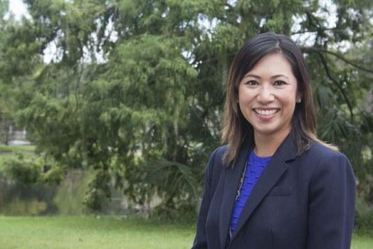 Dân biểu gốc Việt Stephanie Murphy.