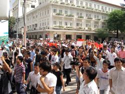 Đoàn biểu tình tại trung tâm TP Saigon. Photo courtesy of DanLamBao