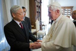 Tổng Bí thư ĐCSVN, Nguyễn Phú Trọng, đến Vatican gặp Đức Giáo hoàng Benedict XVI hôm 22/1/2013. AFP photo