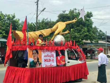 Hình minh hoạ. Những người ủng hộ cho Liên đoàn Quốc gia vì dân chủ của bà Aung San Suu Kyi tập trung tại Myitkyina, Myanmar (Miến Điện) hôm 1/11/2018