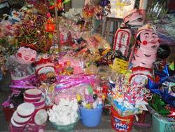 Một tiệm bán đồ chơi trẻ em ở Hà Nội toàn hàng TQ. RFA photo