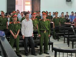 Phòng xử án trong phút khai mạc phiên xử. Photo courtesy of baokhanhhoa.com