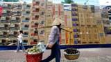 Kẻ giàu, người nghèo. AFP photo.