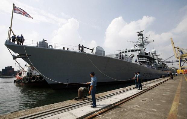 Khinh hạm chống ngầm của Anh đi qua Eo Biển Đài Loan trên đường đến thăm Việt Nam