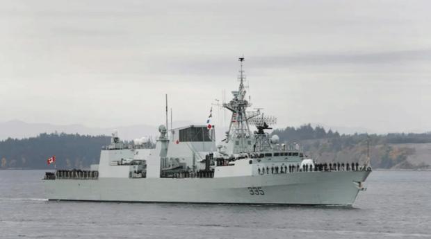 Tàu Trung Quốc đeo bám tàu chiến Canada ở Biển Đông