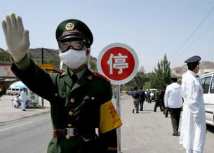 Một trong nhiều trạm kiểm dịch ở Trung Quốc