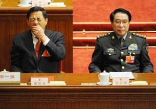 Cựu bí thư thành ủy Trùng Khánh Bạc Hy Lai đang ngáp trong một buổi họp quốc hội ở Bắc Kinh, ngày 14 tháng 3, 2012
