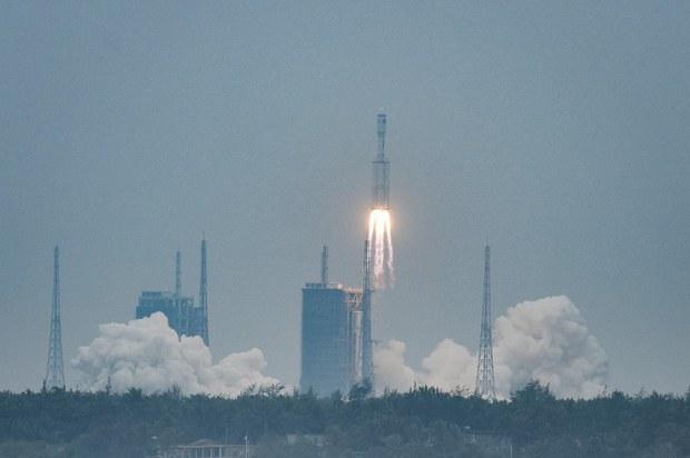 Trung Quốc chuẩn bị phóng 4 vệ tinh để theo dõi tàu ở Biển Đông