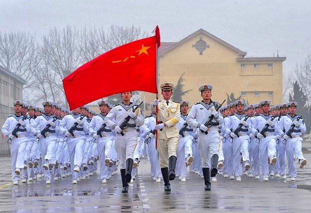 Tân binh của hải quân Trung Quốc diễu hành tại một căn cứ quân sự tại Thanh Đảo, phía đông tỉnh Sơn Đông Trung Quốc