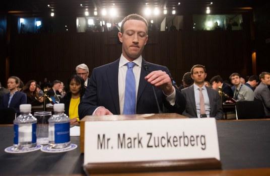 Mark Zuckerberg xin lỗi các dân biểu Hoa Kỳ vì để rò rỉ các dữ liệu cá nhân của hàng triệu người dùng Facebook. Hình chụp tại cuộc điều trần ở Quốc hội Hoa Kỳ tại Washington DC hôm 10/4/2018