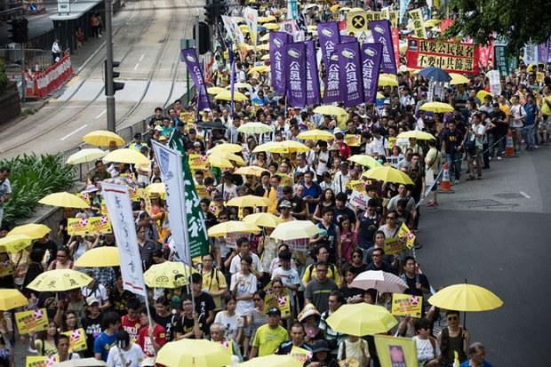 Hàng ngàn người Hồng Kong đã xuống đường biểu tình đòi sửa đổi luật bầu cử hôm 14 tháng 6, 2015