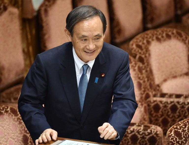 Chánh văn phòng chính phủ Nhật Bản Yoshihide Suga tham dự phiên họp Ủy ban ngân sách của Hạ Nghị Viên tại Tokyo vào ngày 13 tháng 5 năm 2016.