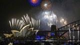Australia: pháo bông đêm giao thừa năm mới được bắn lên đầy trời khu Harbour Bridge Sydney và Nhà hát lớn vào đêm giao thừa năm 2014.
