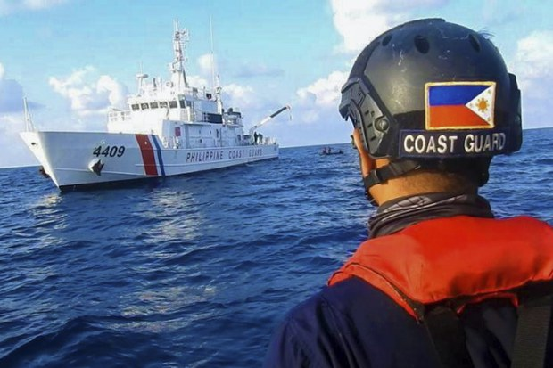 Philippines phản đối hải cảnh Trung Quốc chặn tàu tuần tra của Philippines ở bãi Scarborough
