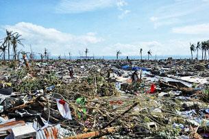 Thành phố Tacloban, Philippines bị san bằng bởi siêu bão Haiyan, ảnh chụp ngày 10 tháng 11 năm 2013. AFP.