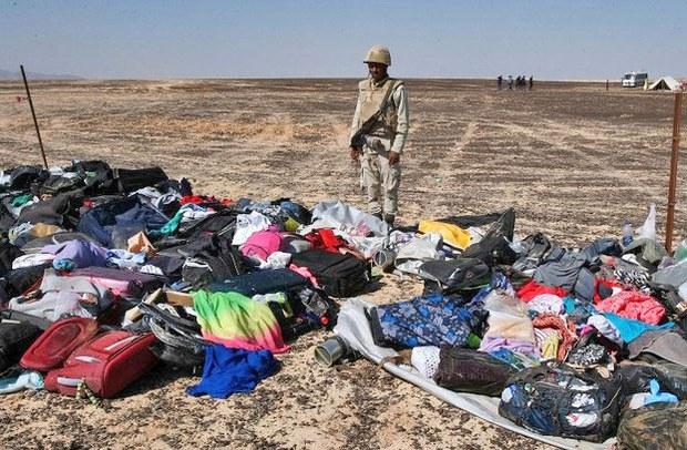 Hành lý và đồ đạc cá nhân của hành khách từ chiếc Airbus A321 gặp nạn ở Ai Cập hôm 31/10 vừa qua