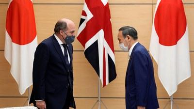 Bộ trưởng Quốc phòng Anh Ben Wallace và Thủ tướng Nhật Bản Yoshihide Suga tại cuộc gặp ở Tokyo hôm 20/7/2021