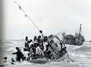 http://www.rfa.org/vietnamese/people_stories/Fateful-boat-mt065-11072008153706.html/BoatPeople305a.jpg
