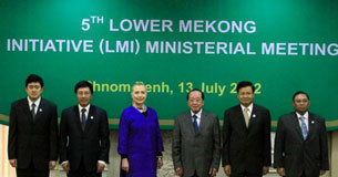 Hội nghị Sáng Kiến Hạ Lưu Mekong 2020 cấp Ngoại Trưởng tại Phnom Penh 13/07/2012, có thêm một thành viên mới là Miến Điện với Ngoại Trưởng Wunna Maung Lwin [đứng đầu từ phải]