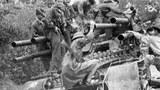 Bộ đội cộng sản chiếm được một xe tăng Mỹ bỏ lại tại Huế. Tết Mậu thân 1968.