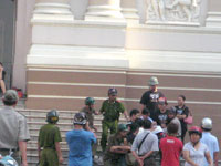 PoliceArrestProtestChina200b.jpg