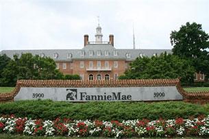 Fannie và Freddie hiện quản lý hay bảo lãnh một khối tín dụng lên tới 5.200 tỷ Mỹ kim chưa kể 1.600 tỷ đô la tiền nợ. Sức nặng của họ là kiểm soát phân nửa số dư nợ tín dụng gia cư của Mỹ. Photo: AFP