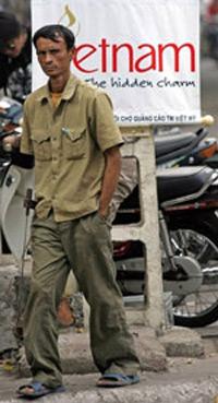 Kinh tế và đầu tư sụt giảm, nhiều công nhân Việt Nam đang đối diện với nỗi lo mất công ăn việc làm. AFP PHOTO