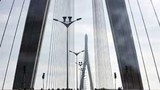 Cầu Cần Thơ, được xây dựng chủ yếu nhờ vốn vay từ nước ngoài, ảnh chụp ngày 05 tháng 7 năm 2010.