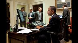 Tổng thống Barack Obama trước khi đưa ra một tuyên bố với báo chí về việc bỏ phiếu của Thượng viện về Đạo luật kiểm soát ngân sách năm 2011, ngày 2 tháng 8 năm 2011. Photo courtesy of whitehouse.gov