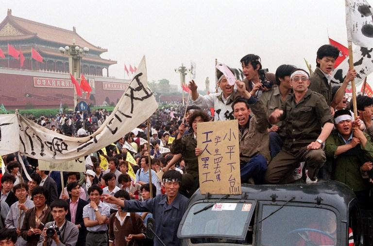 Hàng ngàn sinh viên tại quảng trường Thiên An Môn, Trung Quốc ngày 18 tháng 5 năm 1989.