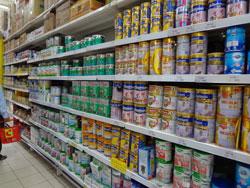 Hàng hóa trong một siêu thị ở Hà Nội, ảnh chụp tháng 9/2012. RFA photo
