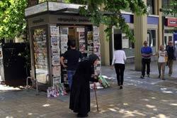 Một người xin ăn ở Hy Lạp chụp hôm 28/5/2012. AFP photo