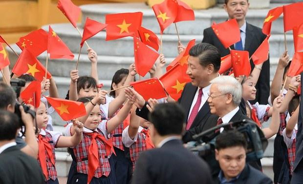 Ra khỏi bóng rợp của Trung Quốc