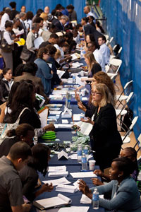 Hội chợ việc làm tại New York hôm 07/6/2012. AFP photo